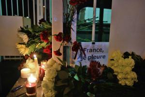 Священнослужители Казанского храма почтили память жертв произошедшей в Париже серии терактов